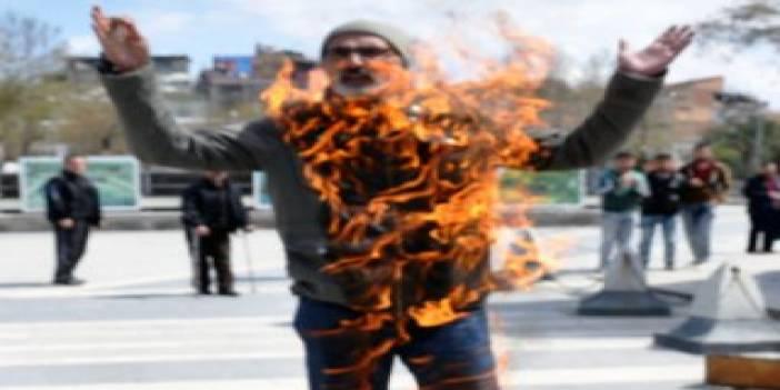 Malatya'da bir kişi valilik binası önünde kendini yaktı