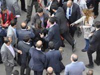 AKP mitinginde 'başörtülü bacı'ya darp!