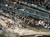 Hindistan'da viyadük çöktü: Onlarca ölü
