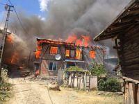 Çankırı Yapraklı'da çıkan yangında 30 ev yandı