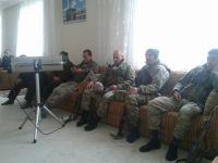 Askerler üniformayla Nur sohbetinde