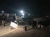 Manisa'da otomobil TIR'a çarptı: 3 ölü, 2 yaralı
