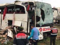 Yolcu otobüsü şarampole devrildi: Çok sayıda ölü ve yaralı var