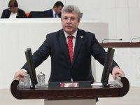 'Taharet' eliyle Rabia işareti yapan Akbaşoğlu, TBMM'de AKP Grup Başkanvekili oldu