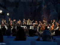 Kapadokya'da peribacaları arasında 'Senfoni ile Müziğimiz'