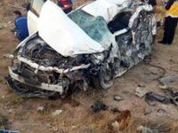 Niğde'de otomobil kamyonla çarpıştı: 3 ölü, 2 yaralı