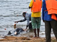 Viktorya Gölü'nde tekne battı: En az 15 ölü var