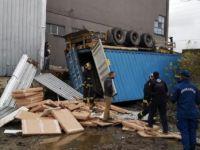 İnegöl'de konteyner faciası: 2 işçi öldü, 1 işçi ağır yaralandı
