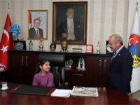 Belediye Başkanı Esen, koltuğunu çocuklara devretti