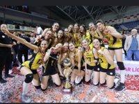 VakıfBank üst üste ikinci kez şampiyon