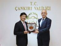 Çankırı Valisi'nin gidemediği okula Japon Büyükelçi geldi!!