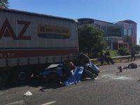 Otomobil TIR'a arkadan çarptı: 3 kişi hayatını kaybetti