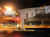 Meksika'nın Uruapan kentinde köprüye yarı çıplak 9 ceset asıldı