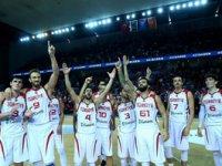 Karadağ'ı yenen 12 Dev Adam, Olimpiyat şansını son maça taşıdı