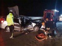 İnegöl'de otomobil TIR'a arkadan çarptı: 1 Ölü, 4 yaralı