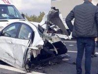 TEM'de feci kaza: Araç ikiye bölündü, bir kişi öldü