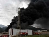 İzmir'de büyük yangın: Onlarca ekip bölgede