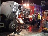 TEM'de iki kamyon çarpıştı: Bir ölü, bir yaralı