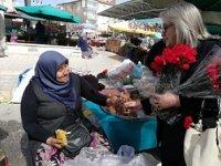 MHP Çankırı İl Başkanlığı'ndan 8 Mart Dünya Kadınlar Günü'ne karanfilli kutlama