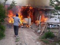 Çankırı'da yangın! İki ev yandı