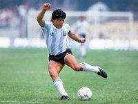 Futbol efsanesi Diego Armando Maradona vefat etti