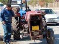 Tekersiz traktörle polise yakalandı