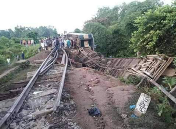 bangladesh-tren-resim-06.jpg
