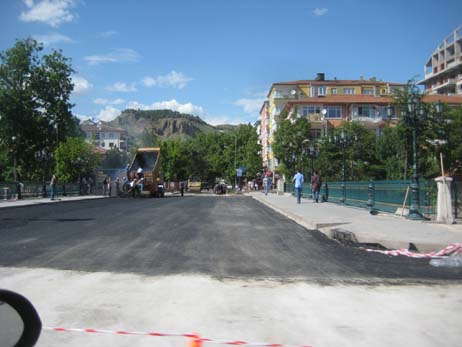 basbakan-miting-asfalt-resim-03.jpg