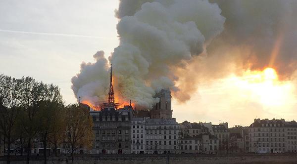 paris-yangin-notre-dame-katedral-resim-04.jpg